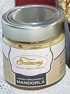 Panettone artigianale con crema alla mandorla